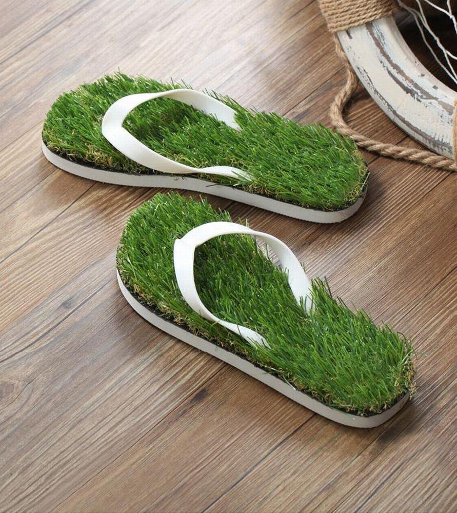 芝生のビーサン