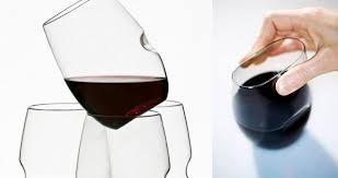ゴヴィノの割れないワイングラス